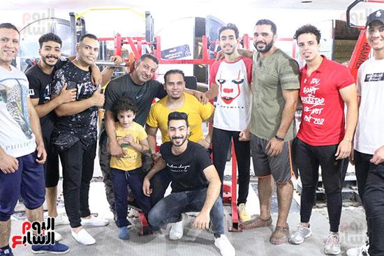عبد الله عادل شاب من ذوى الهمم يمارس رياضة رفع الأثقال  (4)