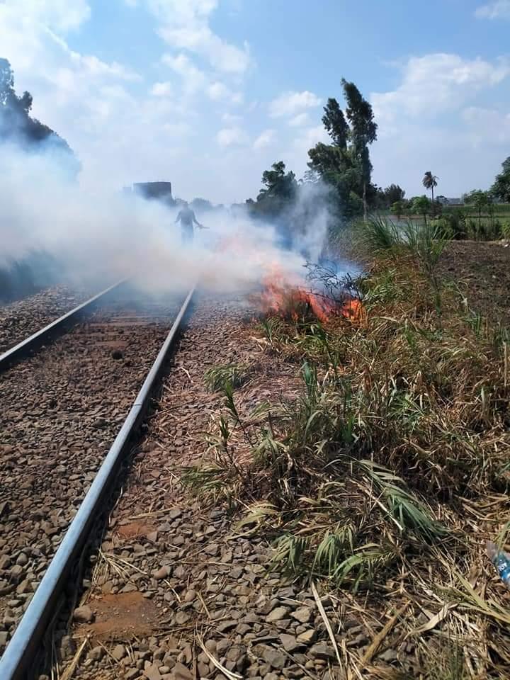 السيطرة على حريق ببوص على شريط السكة الحديد