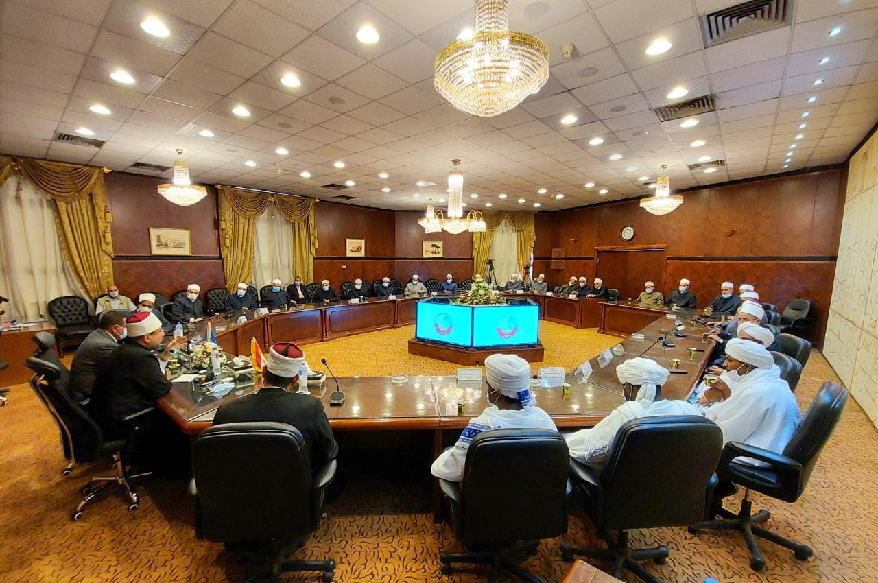 محافظ البحيرة ووزير الأوقاف يعقدان اجتماعا مع قيادات الأوقاف والأئمة بالمحافظة (4)