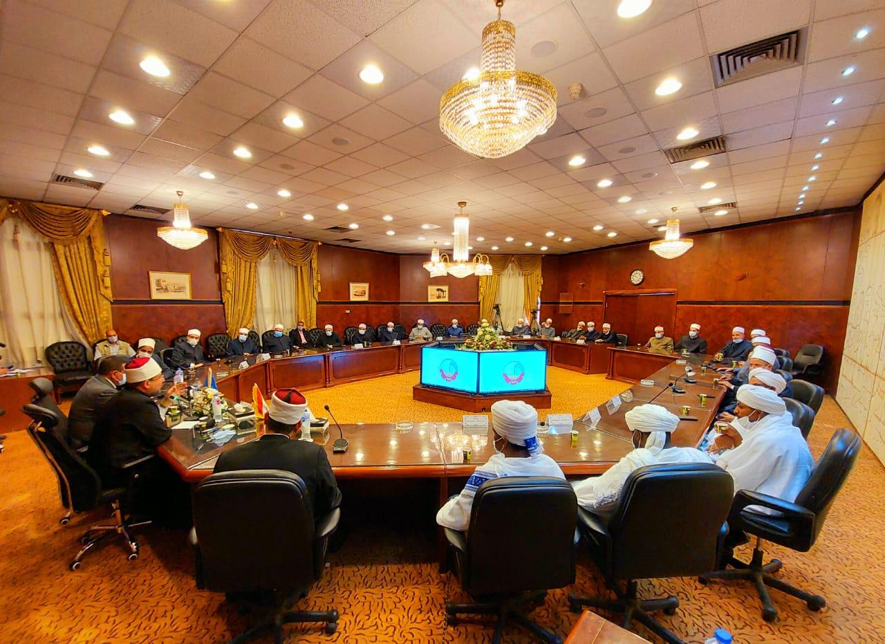 محافظ البحيرة ووزير الأوقاف يعقدان اجتماعا مع قيادات الأوقاف والأئمة بالمحافظة (5)