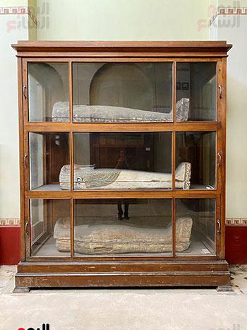 مجموعة من التوابيت بالمتحف المصرى