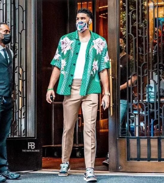 Crochet tops men's fashion trends in fall (1)