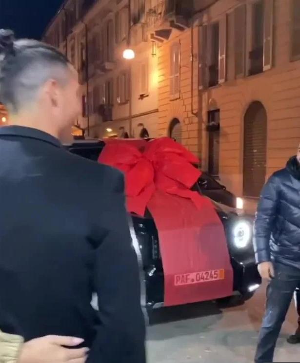Georgina's gift to Ronaldo
