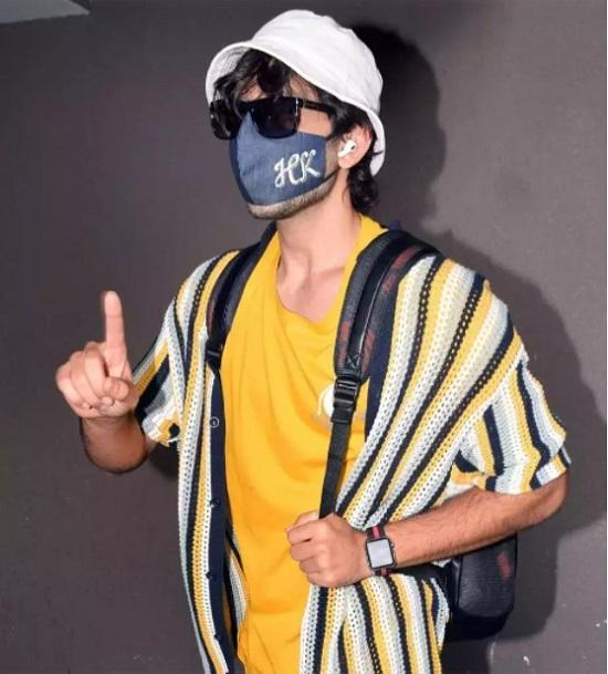 Crochet tops men's fashion trends in fall (4)