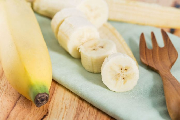 banana-nutrition-facts-and-health-benefits-696x464