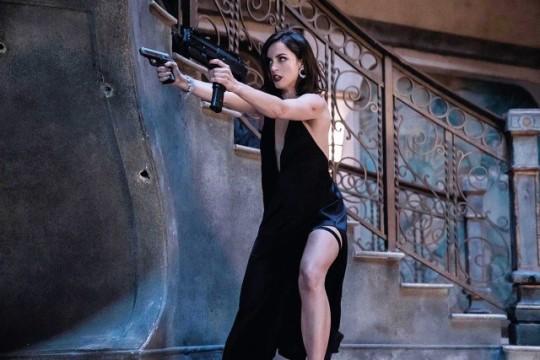 آنا دي أرماس تكشف عن ملامح شخصيتها في فيلم No Time To Die (4)