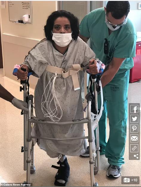 خلال تواجدها بالمستشفى