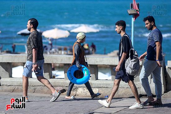 الاستمتاع بشواطئ الإسكندرية
