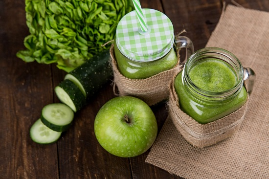 How to make a detox with cucumber and green apple