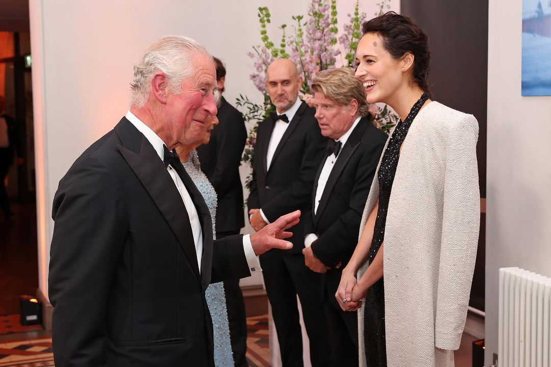 الامير تشارلز والعائلة المالكة في العرض الخاص لجيمس بوند  (2)