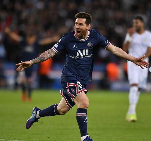 Messi celebrates the goal