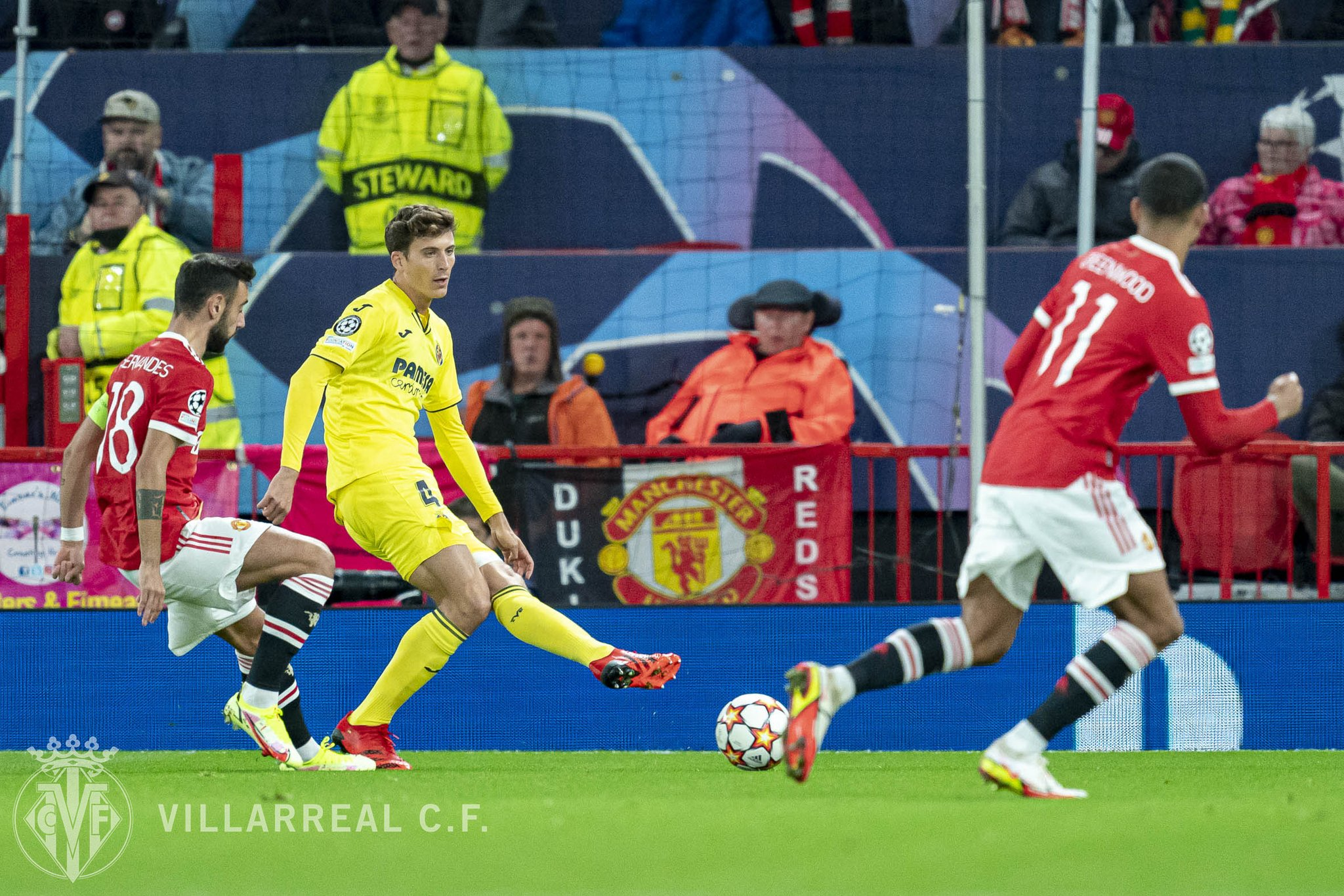 A strong confrontation between Man United against Villarreal