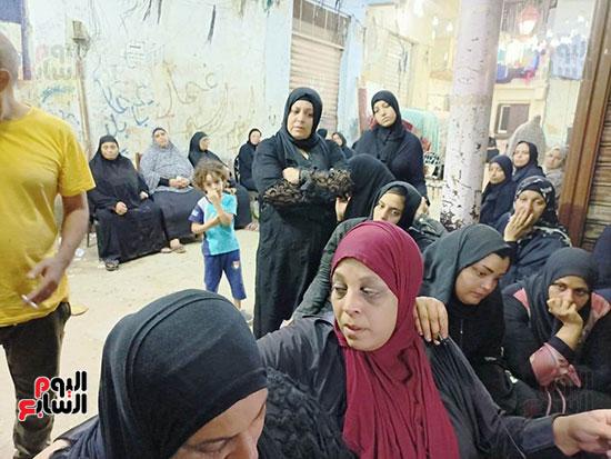 والدة كريم شهيد لقمة العيش (5)
