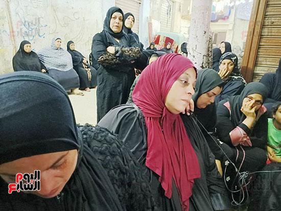 والدة كريم شهيد لقمة العيش (4)
