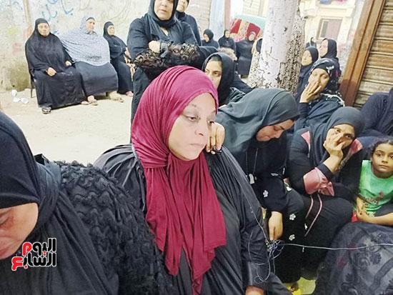 والدة كريم شهيد لقمة العيش (6)