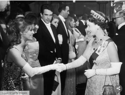 الملكة غليزابيث وجولى كريستى