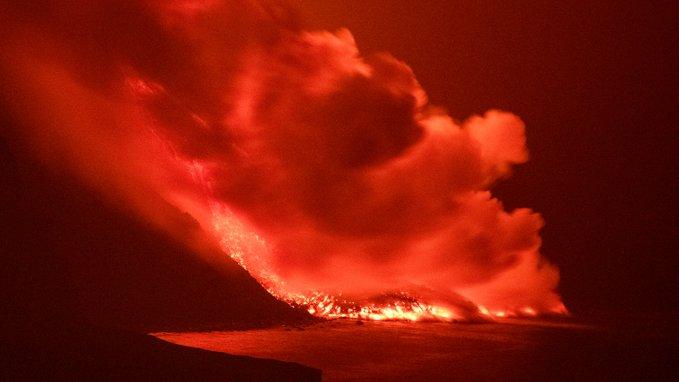 بركان لابالما يصل البحر