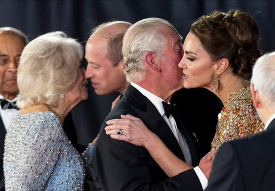 Body language expert explains the nature of the relationship between Kate Middleton and Prince Charles (4)