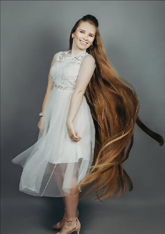 Russian girl hasn't cut her hair for 23 years (5)