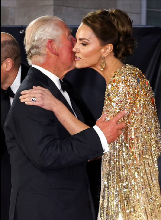 Body language expert explains the nature of the relationship between Kate Middleton and Prince Charles (1)