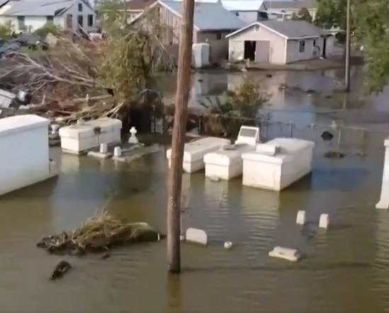 المياه تغطى الشوارع