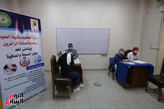 جولة وزير التعليم العالي ووزيرة الصحة فى جامعة القاهرة (12)