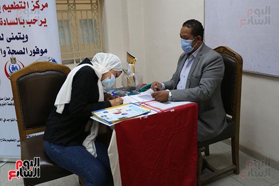 جولة وزير التعليم العالي ووزيرة الصحة فى جامعة القاهرة (13)