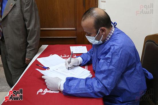 جولة وزير التعليم العالي ووزيرة الصحة فى جامعة القاهرة (18)