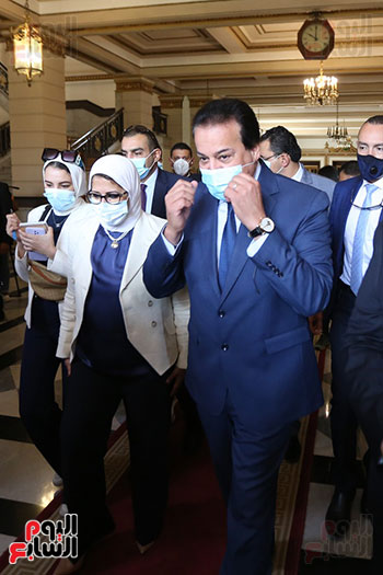 جولة وزير التعليم العالي ووزيرة الصحة فى جامعة القاهرة (1)