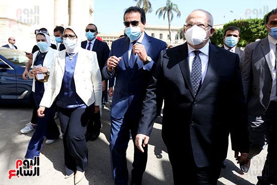 جولة وزير التعليم العالي ووزيرة الصحة فى جامعة القاهرة (2)