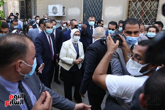 جولة وزير التعليم العالي ووزيرة الصحة فى جامعة القاهرة (5)
