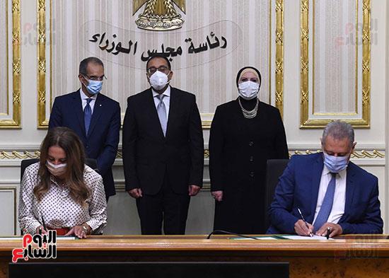 رئيس الوزراء يشهد بروتوكول تعاون لدعم مشروعات الميكنة والتحول الرقمى بهيئة الدواء (8)