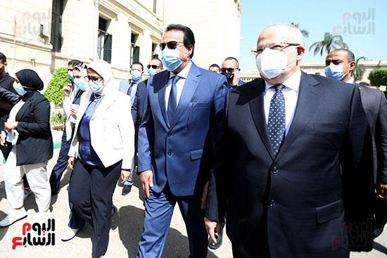 جولة وزير التعليم العالي ووزيرة الصحة فى جامعة القاهرة (3)