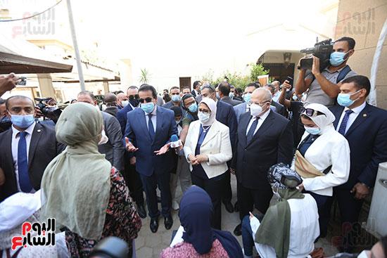جولة وزير التعليم العالي ووزيرة الصحة فى جامعة القاهرة (8)