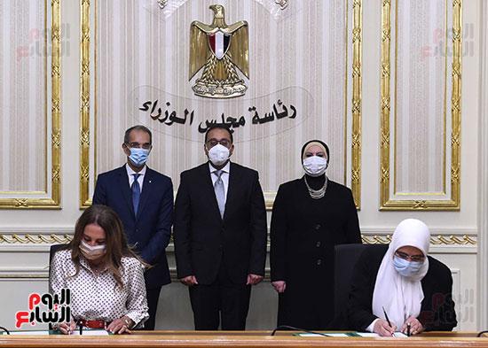 رئيس الوزراء يشهد بروتوكول تعاون لدعم مشروعات الميكنة والتحول الرقمى بهيئة الدواء (1)