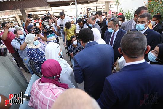 جولة وزير التعليم العالي ووزيرة الصحة فى جامعة القاهرة (6)