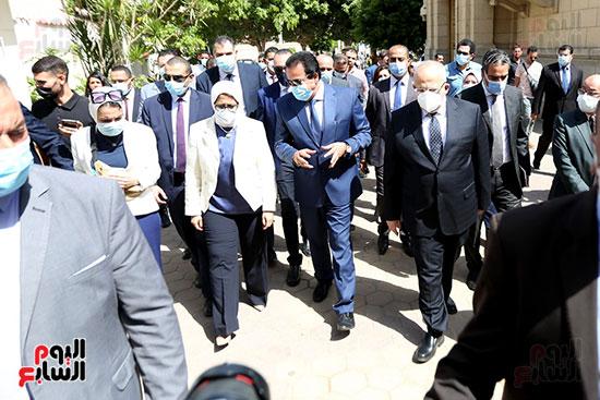 جولة وزير التعليم العالي ووزيرة الصحة فى جامعة القاهرة (4)