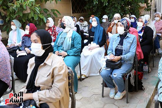 جولة وزير التعليم العالي ووزيرة الصحة فى جامعة القاهرة (10)