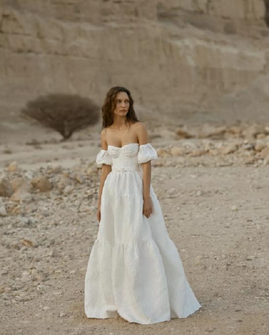 Off-the-shoulder sleeve dress