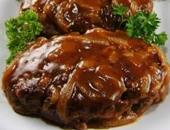 استيك اللحم مع البصل والكراميل  -  مرفقة