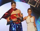"""شيريل فيرنانديز أثناء تسلمها جائزة """"Teen Awards"""""""
