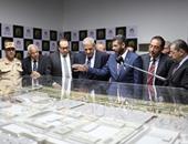 رئيس الوزراء إبراهيم محلب اثناء تفقد مشروع مول مصر