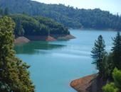 بحيرة لوشاستا الواقعة فى شمال ولاية كاليفورنيا الأمريكية