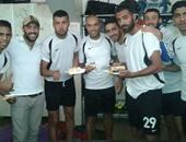 لاعبو الشرطة يحتفلون بعيد ميلاد أحمد كمال