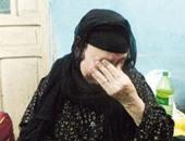 بكاء أم على ابنها الشهيد