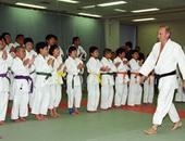 الرئيس الروسى فى أحد تمرينات الكاراتيه مع الطلاب الصغار