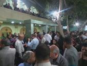 الآلاف من الأقباط أمام كنيسة رئيس الملائكة