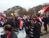 جانب من الحشود المصرية أمام قصر الإليزيه