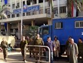 التعزيزات الأمنية أمام محافظة البحيرة