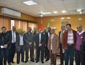 صورة جماعية لوفد النقابة مع المحافظ